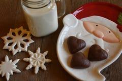 Galletas y leche para Santa Fotos de archivo libres de regalías