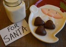 Galletas y leche para Santa Imagen de archivo