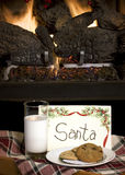 Galletas y leche para Santa Fotos de archivo