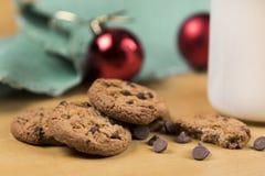 Galletas y leche para Santa Fotografía de archivo libre de regalías
