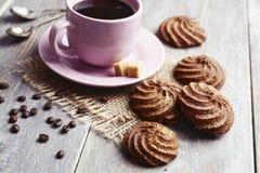 Galletas y taza de café Foto de archivo libre de regalías