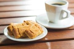 Galletas y taza de café dulces Foto de archivo libre de regalías