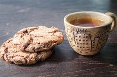 Galletas y una taza de té Fotografía de archivo libre de regalías