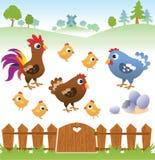 Gallina, gallo e pollo svegli del fumetto con paesaggio Fotografia Stock Libera da Diritti