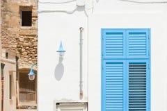 Gallipoli, Apulia - viejo contra nuevo en las calles históricas de Fotos de archivo