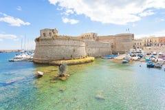 Gallipoli, Apulien - Mai 2017 - Ansicht vom Seehafen in Richtung zu Stockfotografie