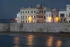 Gallipoli bij schemer met kunstmatige lichten - Italië Royalty-vrije Stock Foto's