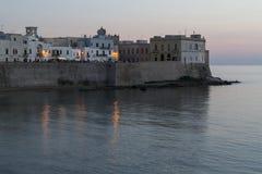 Gallipoli bij schemer met kunstmatige lichten - Italië Stock Foto's