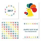 Gallo cinese di rosso del nuovo anno Modello con le stampe della zampa del pollo Cartolina d'auguri Fotografie Stock