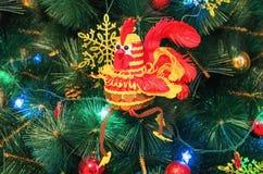 Gallo del efectivo - el símbolo del Año Nuevo 2017 Imagenes de archivo