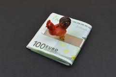 Gallo del símbolo del Año Nuevo en billetes de banco europeos Imagenes de archivo