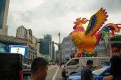 Gallo gigante del globo en Chinatown, Singapur Imagenes de archivo