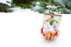 Gallo japonés del Año Nuevo en el fondo 2 de la nieve Foto de archivo libre de regalías