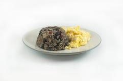 Gallo pinto med ägg Arkivfoton