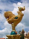 Gallo religioso dell'oro della Tailandia Fotografie Stock