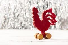 Gallo rojo de madera Año Nuevo Foto de archivo