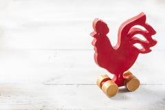 Gallo rojo de madera Año Nuevo Imágenes de archivo libres de regalías
