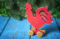 Gallo rojo de madera Año Nuevo del gallo Imagen de archivo libre de regalías