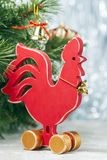 Gallo rojo de madera Año Nuevo del gallo Fotos de archivo