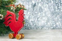 Gallo rojo de madera Año Nuevo del gallo Fotografía de archivo