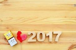 Gallo rojo, símbolo de 2017 en el calendario chino Imagenes de archivo