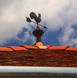 Gallo segnavento sul tetto Immagine Stock Libera da Diritti