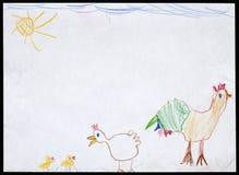 Gallo y gallina y dos pollos Child& x27; dibujo de s Imágenes de archivo libres de regalías