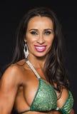 Gallone Curvy nella cima di bikini verde immagine stock libera da diritti