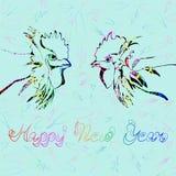 Gallos coloridos en una Feliz Año Nuevo del fondo ligero Fotos de archivo libres de regalías