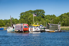 Galna husbåtar i Köpenhamnen, Danmark Arkivfoton