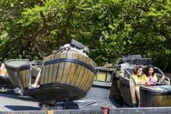 Galna trummor i Polynesien område i det portAventura nöjesfältet i Spanien Arkivfoto