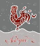 Galo vermelho do ano novo com rotulação e flocos de neve Fotografia de Stock