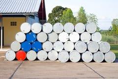 Galones vacíos del aceite en una gasolinera Fotografía de archivo libre de regalías