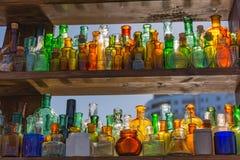 Galss和太阳2 装瓶浅中央dof重点的玻璃 库存图片