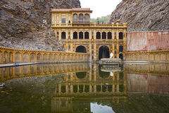 Galtaji tempel i indierstat av Rajasthan royaltyfri bild