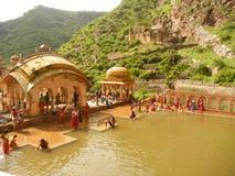 GaltaJi tempel, Jaipur, Indien Arkivfoton