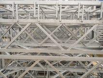 Galvanisierte Staplungsstahlkonstruktionen Metallprodukte im industriellen Freienlagerstandort Lizenzfreie Stockbilder