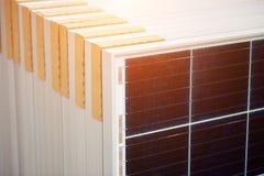 Galvanisk paneluppsättning för foto som är klar för trans. och installation Förnybara energikällorproduktion arkivfoto