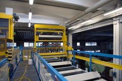 Galvanização em uma fábrica de conectores bondes fotografia de stock