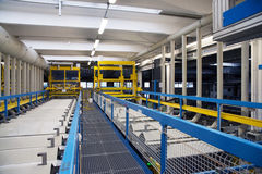 Galvanização em uma fábrica de conectores bondes fotografia de stock royalty free
