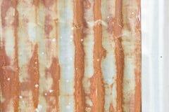 Galvanized corrugou-se, a textura oxidada, oxidação no fundo do zinco imagens de stock