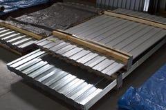 Galvanized perfiló las hojas de acero en paquetes fotografía de archivo libre de regalías