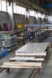 Galvanized perfilou as chapas de aço nos blocos foto de stock