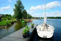 Galves湖和小船在湖视图 免版税图库摄影