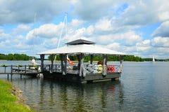 Galves湖和小船在湖视图 库存图片