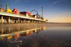 Galveston在黄昏的乐趣码头 免版税库存照片