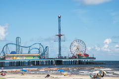 Galveston-Vergnügens-Pier und Strand Stockfotos