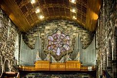 GALWAY, IERLAND - FEBRUARI 18, 2017: Orgaan en architectuurdetails binnen van Roman Catholic Cathedral van Onze Dame Assumed stock afbeeldingen