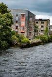 GALWAY, IRLANDA - 22 DE AGOSTO DE 2017: Arquitetura do centro da cidade da Irlanda de Galway Imagem de Stock Royalty Free