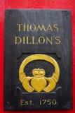 Galway, Irlanda fabricantes de Thomas Dillon Jewellers del 10 de enero de 2013 del anillo de Claddagh en Galway fotografía de archivo